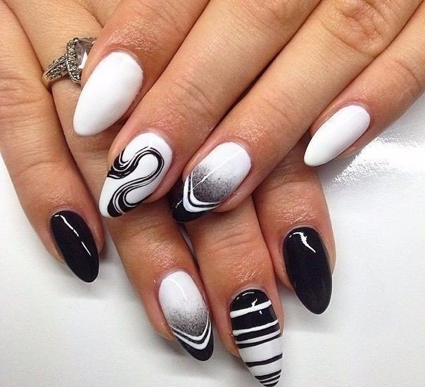 черно-бял маникюр с орнаменти