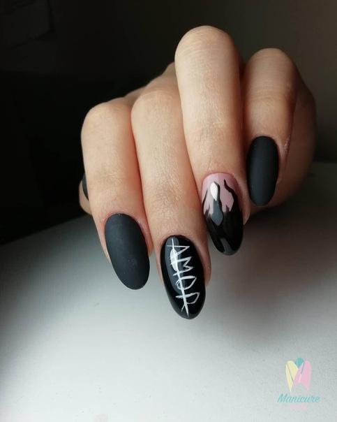 изящен маникюр в черно