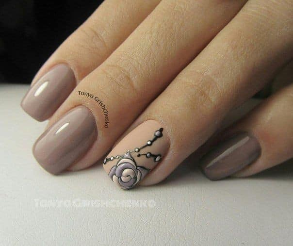 кафяв маникюр къси нокти