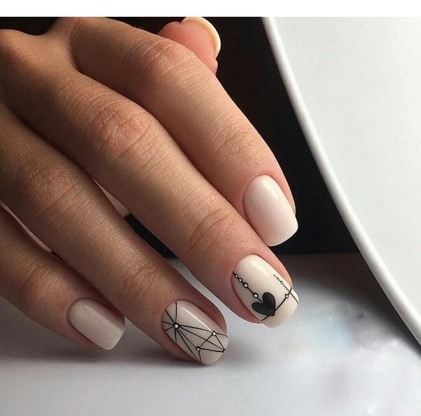 изящен геометричен маникюр на къси нокти