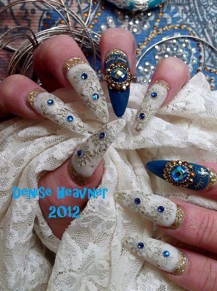 арабски маникюр бяло синьо и камъчета