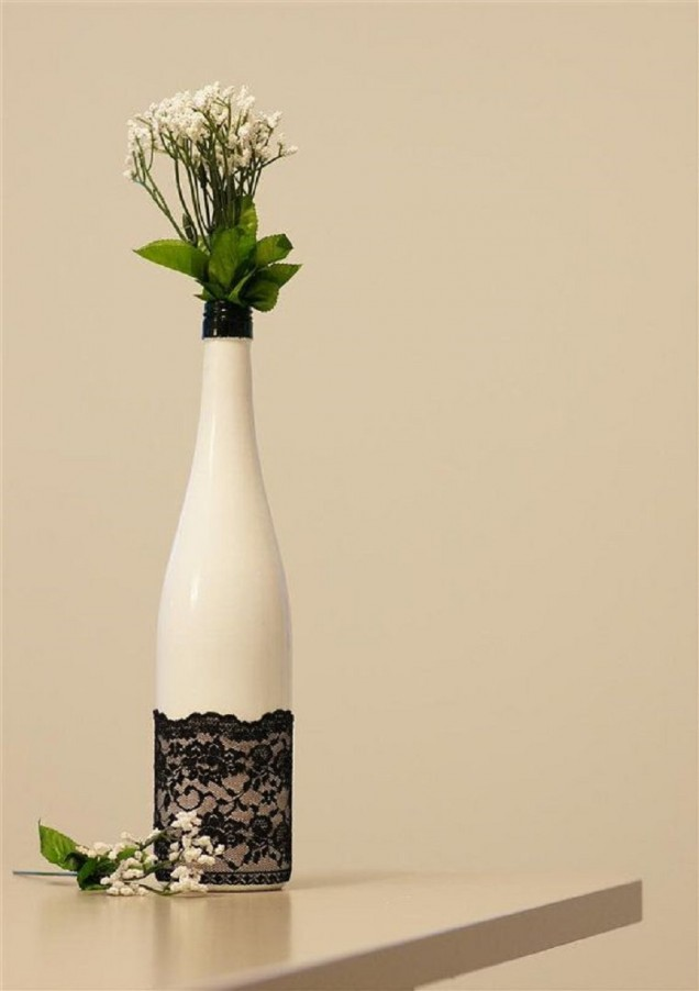 ваза от стъклена бутилка