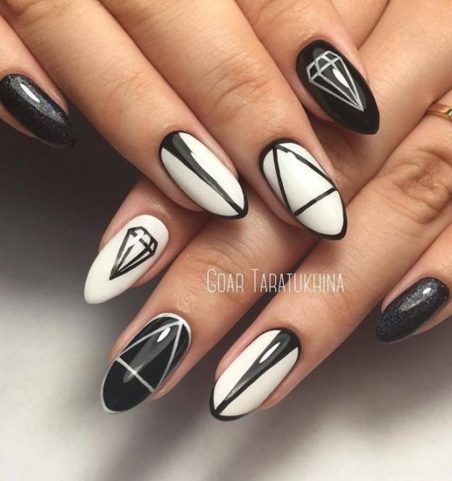геометричен маникюр черно и бяло