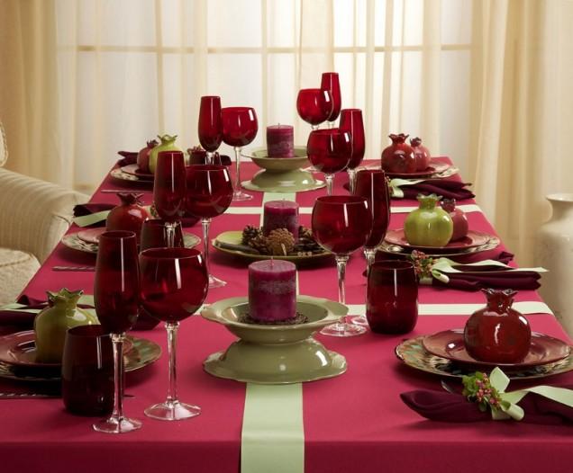 червена украса за маса