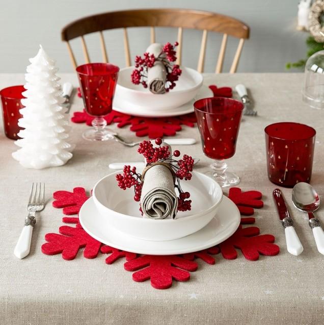 украса за маса в червено и бяло