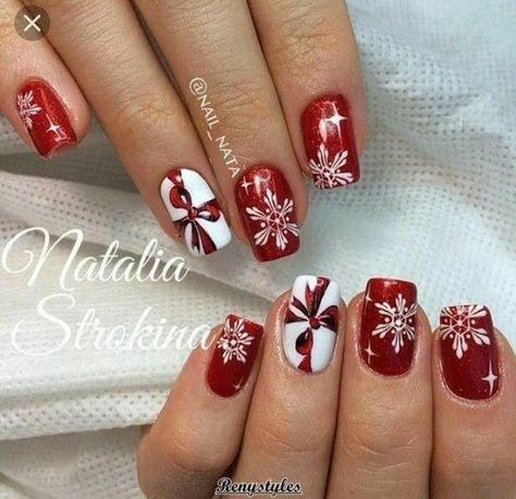 червен маникюр със снежинки