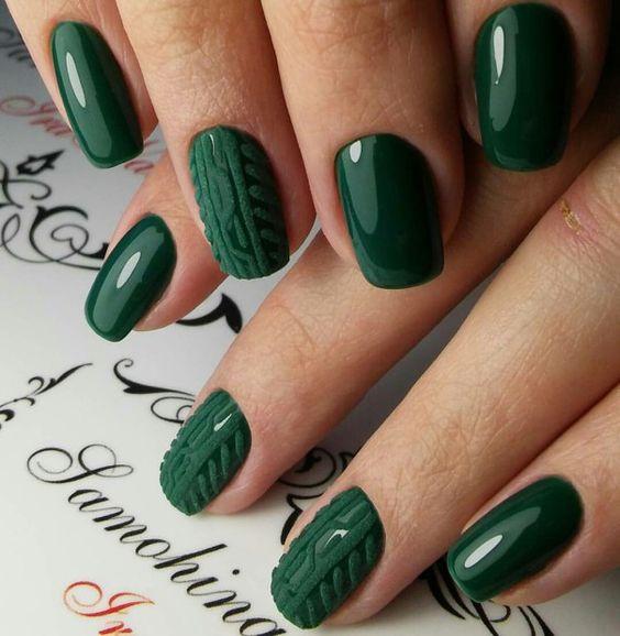 Зимни маникюри в зелено