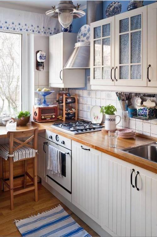 маса в малката кухня