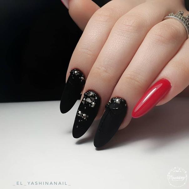празничен маникюр черно и червено