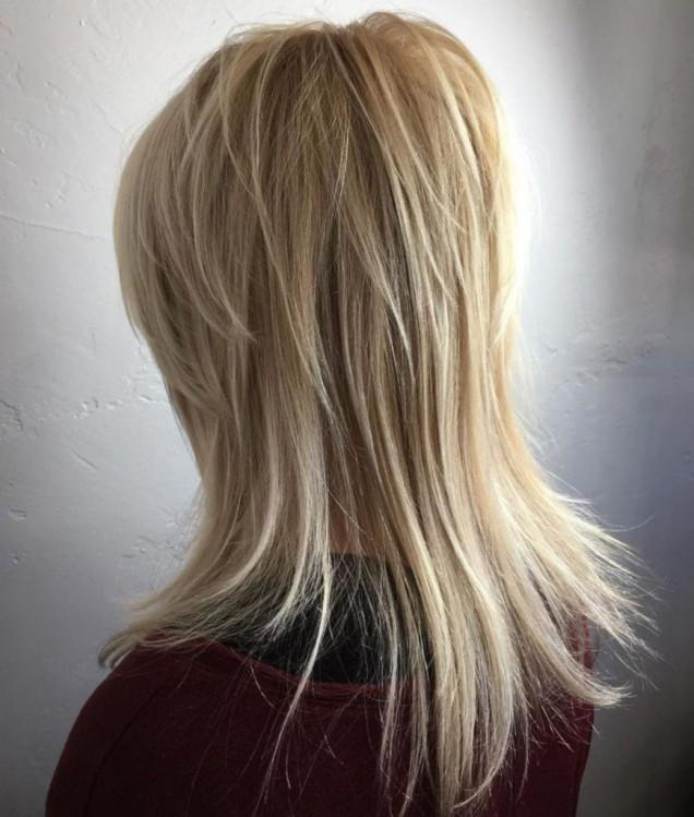 етажиране на косата с цел подмладяване