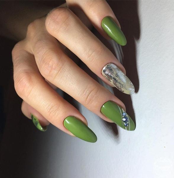 тревно зелен маникюр