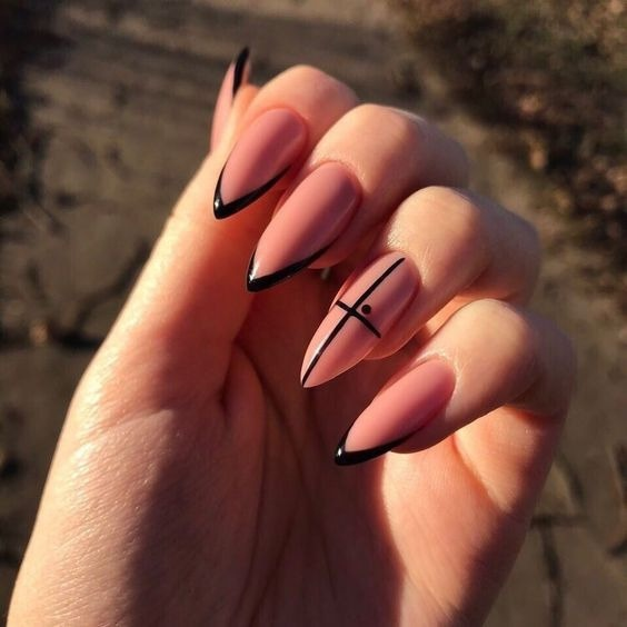 френски маникюр бадемови нокти