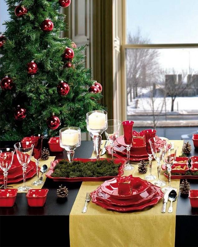 празнично украсена маса