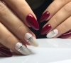 Коледен маникюр бордо и бяло