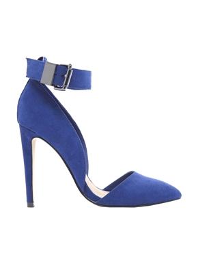Красиви сини обувки