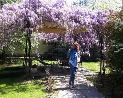 Илиана Раева в двора си