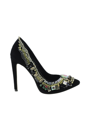 Топ 20 обувки идеални за посрещане на Нова година