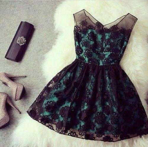 Красива дантелена рокля