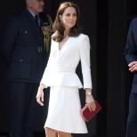 Кейт Мидълтън бял костюм
