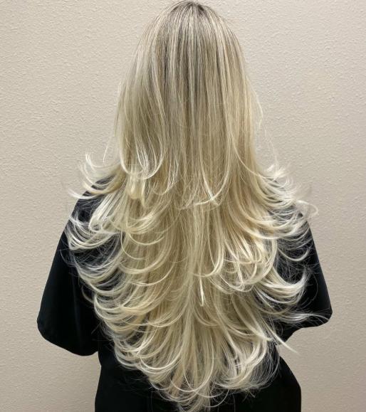 модерна прическа за руса коса