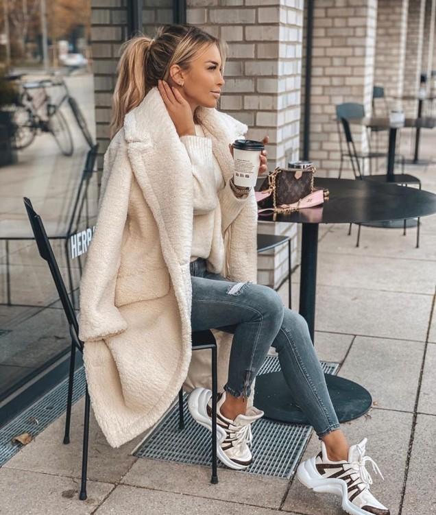 красиво бяло палто