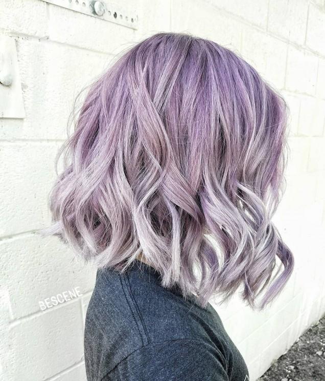 коса лилави кичури