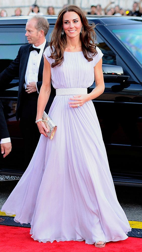 Кейт Мидълтън бяла рокля