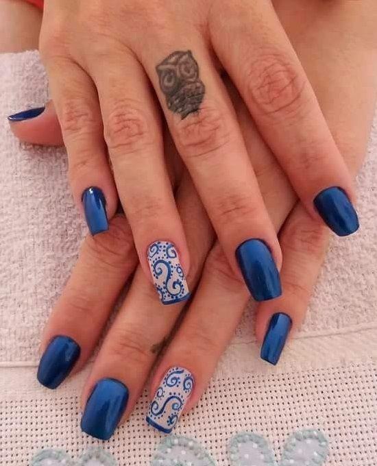 Маникюр в синьо и сребристо