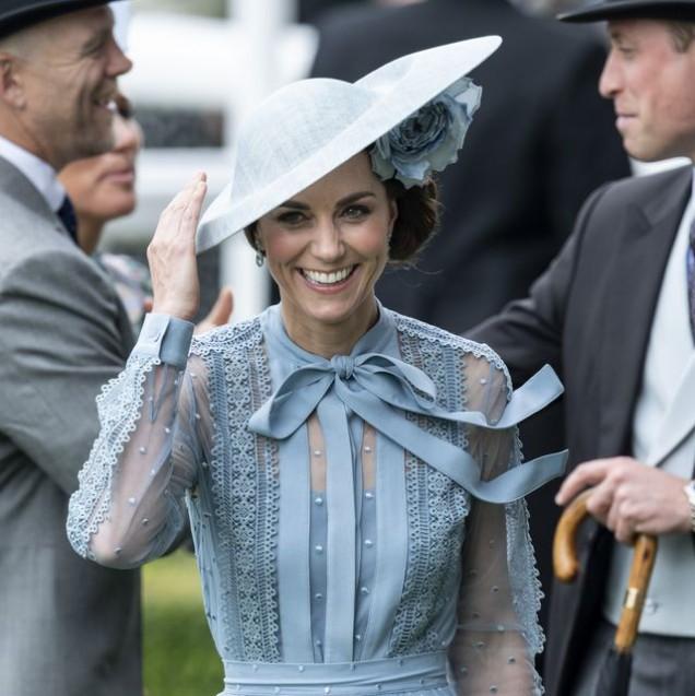 Кейт Мидълтън елегантна шапка