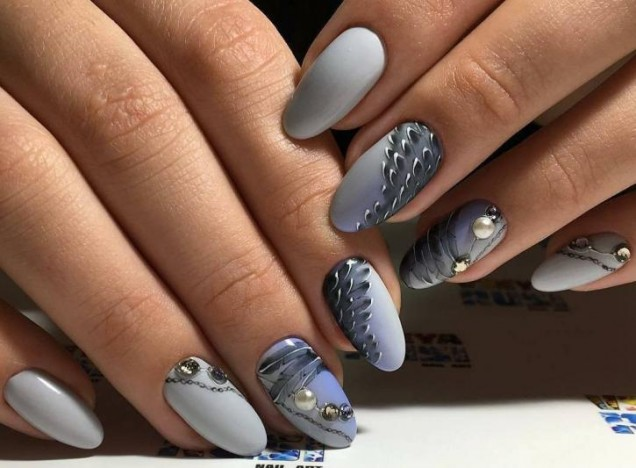 елегантен маникюр сиво