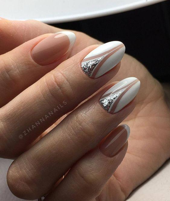 лунен маникюр бяло и сребро