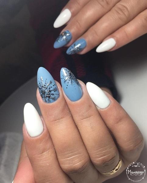 маникюр на снежинки в синьо