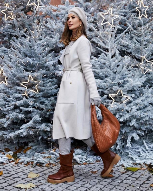 дълго палто в бяло