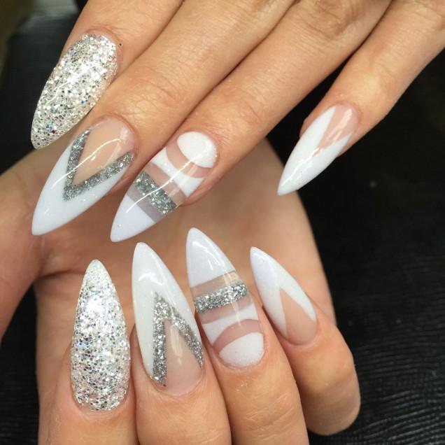 геометричен маникюр бяло и сребърно