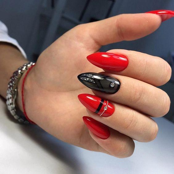 елегантен маникюр червено и черно