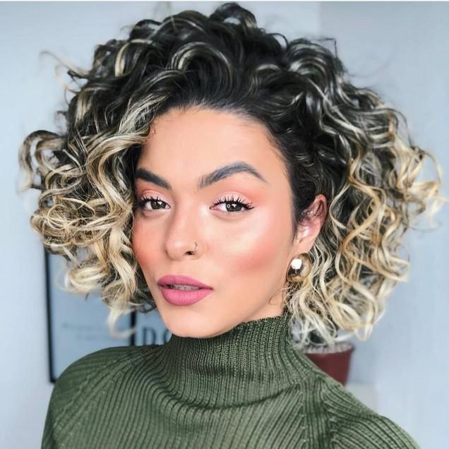 среднодълга коса с къдрици