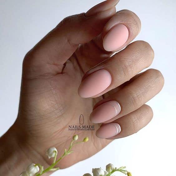 остри розови нокти