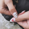 Празниен маникюр за къси нокти с декорации