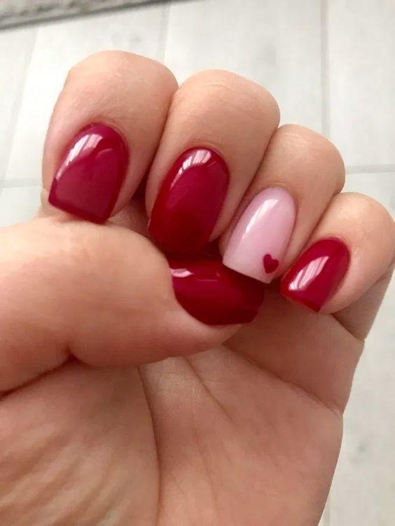 червен и розов маникюр за къси нокти