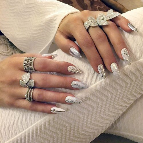 бял маникюр с кристали