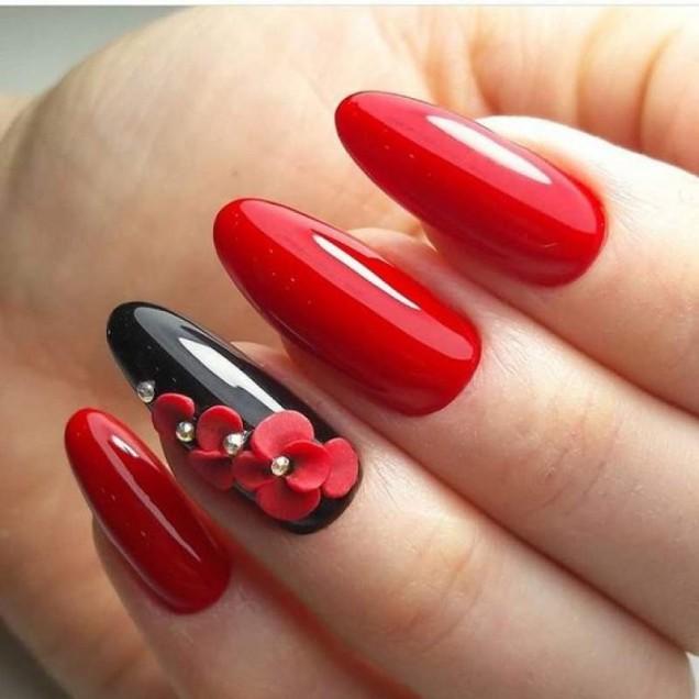 ярък маникюр червено и черно