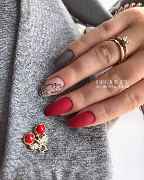 червен маникюр за къси нокти