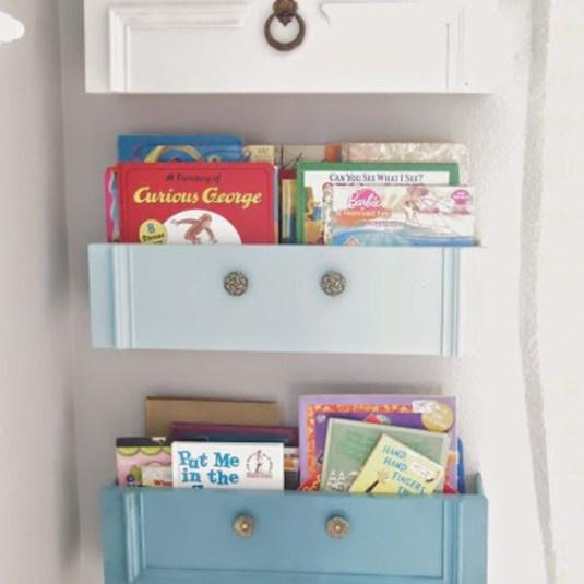 рафт за книги от чекмеджета
