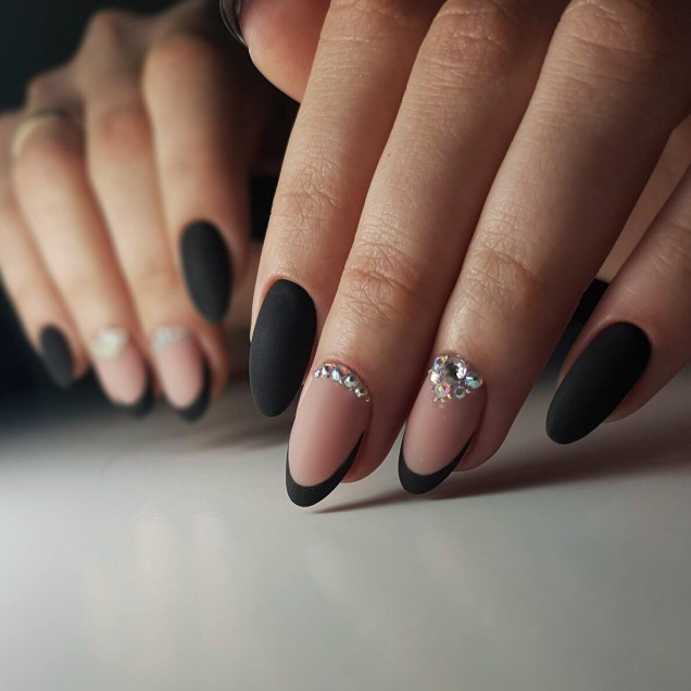 черен френски маникюр с кристали