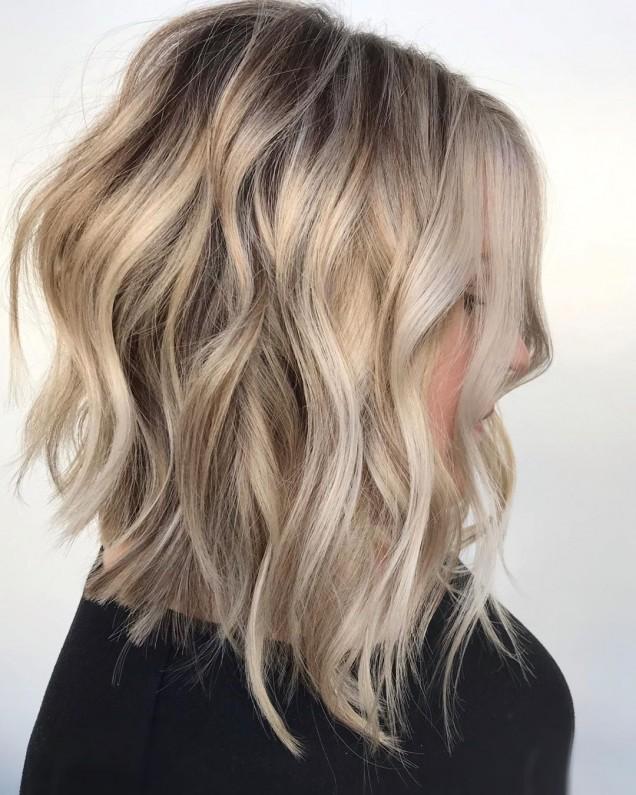 дълъг боб на руса коса