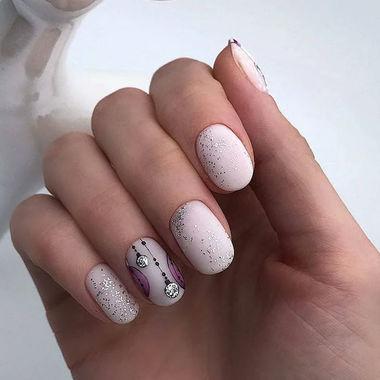 нежен маникюр къси нокти