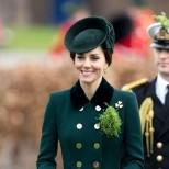 Кейт Мидълтън палто униформа
