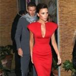 Виктория Бекъм червена рокля