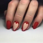 червен маникюр Ден на влюбените