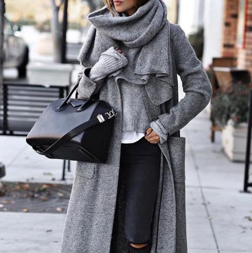 сиво палто със сив шал